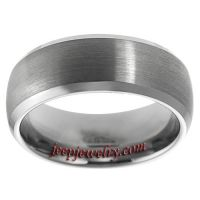 Daxx Men's Tungsten Carbide Brushed Center Beveled Edge Band (8 mm)