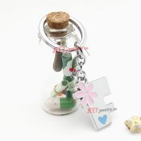 The pink daisy pattern word F alloy key ring