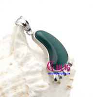 Lovely emerald-color shoe pendants made of stainless steel now for wholesale