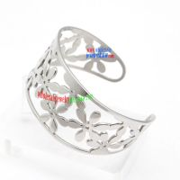 Retro Regal Palace Style Silvery Bangle with Complex Veins Fashion Steel Jewelry