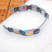 wearing the men's stainless steel jewelry not only for being fashion, but also want to have a new try