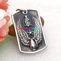 The special bomb with the flying wings is engraved on the stainless steel pendant