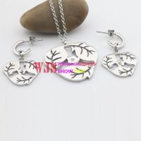 The Necklace and Earrings of Spring Style Made of Stainless Steel