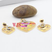 Special hollowed-out heart structure jewelry set in gold color with shiny silver heart upper