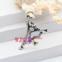 The adorable little Tiger design of fashionable pendant for men