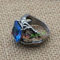 The ring with beautiful flowers' patterns and blue man-made jewel
