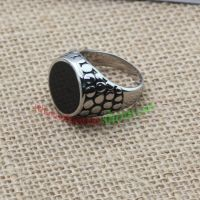 The main characteristic of this ring is round & stainless steel ring