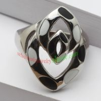 Oblong ring with brief pattern & made of stainless steel
