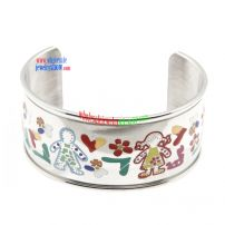 Such Tri Colored Bangles Can Bring You a Quite Different Style of Fashion.
