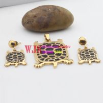 Tortoise jewelry based on gold color decorated with black ,special and meaningful