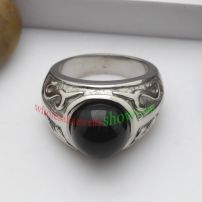 Jewelry of Black Circular shape