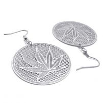 The Maple Leaves Earring for You Who Pursuing the Goal