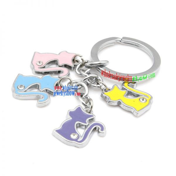 iron annulus key ring with cat decorations