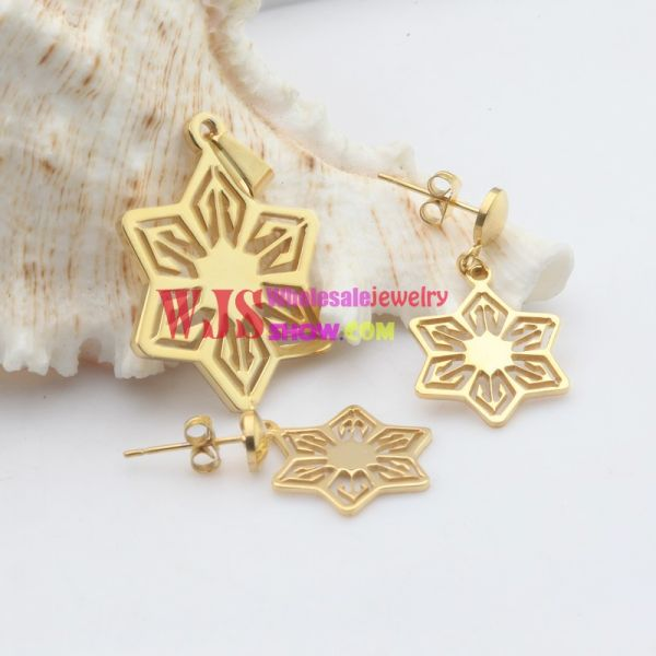 The Charming and Vivid Pendant earring set for the Charming You golden jewelry set