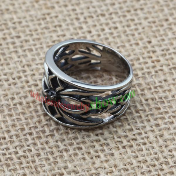 The ring with hollow patterns & made of stainless steel
