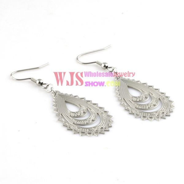 The Gorgeous and Elegant Earring -Peacock Feather Earring